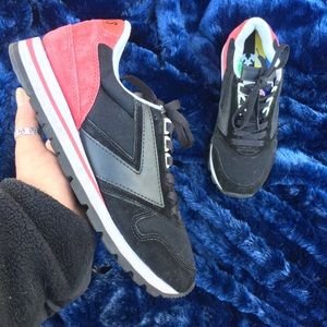 BROOKS sz 8 Medium Lace up Sneakers